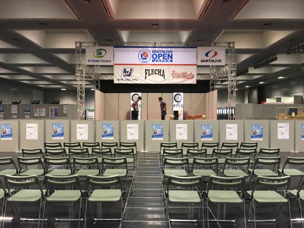 ダーツ大会の会場の写真